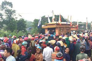 Người thân, hàng xóm xót thương 4 người trong một gia đình ở Hà Tĩnh treo cổ tự tử