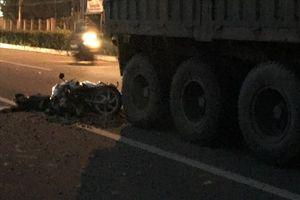 Đi chợ mua hàng lúc sáng sớm, nữ tiểu thương va chạm với xe tải bị tử vong