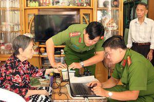 Công an TP Hồ Chí Minh hỗ trợ cấp, đổi căn cước công dân miễn phí cho giáo dân