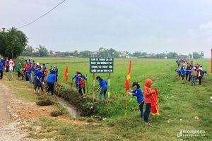 Hơn 500 học sinh Yên Thành ra quân làm thủy lợi
