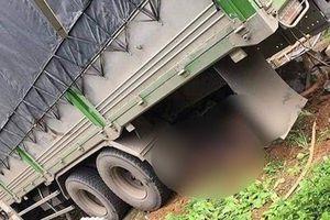 Lào Cai: Xe tải húc đổ cổng nhà dân, hai vợ chồng tử vong