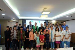 Hơn 40 trẻ em được thăm khám phẫu thuật dị tật miễn phí