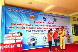 Phụ nữ Thái Nguyên 'Sân khấu hóa' tuyên truyền ATGT