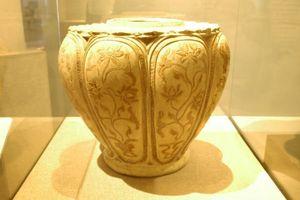 Đề nghị công nhận bảo vật quốc gia tượng Tu sĩ Chămpa và Bộ sưu tập Bình gốm Long Thạch
