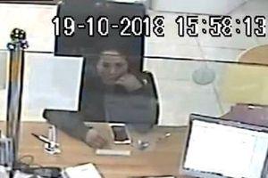 Trích xuất camera truy tìm người phụ nữ nhanh tay 'cuỗm' iPhone của khách giao dịch bỏ quên tại ngân hàng