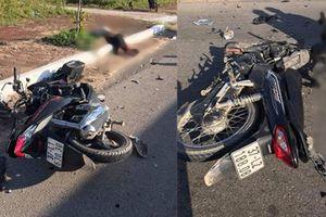 Xe máy đấu đầu kinh hoàng trên đường ven biển, 2 người tử vong