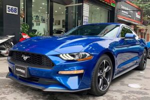 Ford Mustang 2018 màu xanh dương độc nhất Việt Nam 'thả dáng' trên phố