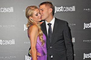 Paris Hilton gợi cảm với đầm khoét sâu, tình tứ bên bồ trẻ tại sự kiện