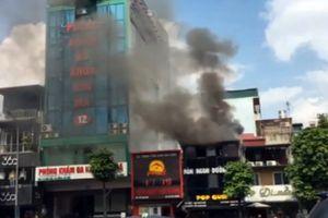 Dập tắt đám cháy tại nhà hàng ở phố Kim Mã