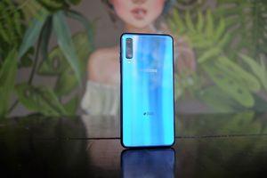 Đánh giá nhanh Galaxy A7 2018 - 3 camera sau, góc rộng, màn hình lớn