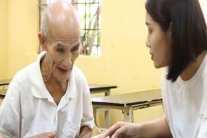 Cụ già 85 tuổi vẫn tiếp tục học đại học