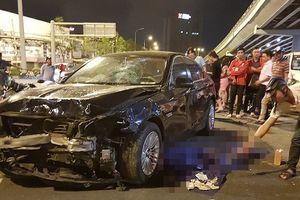 'Ô tô điên' cuốn hàng loạt xe máy vào gầm tại ngã tư, ít nhất 1 người tử vong