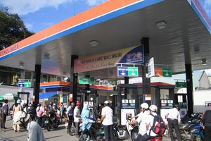 Giá xăng dầu lại giảm kiểu... 'nhỏ giọt'