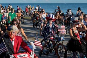 Nóng nhất hôm nay: Hàng nghìn người Mỹ hóa trang thành thây ma đạp xe dọc bờ biển
