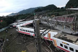 Tàu chở 366 người ở Đài Loan (Trung Quốc) trật bánh, 18 người thiệt mạng