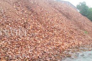 Nghệ An: Công ty Hoàng Nguyên đổ hàng tấn gạch chặn dòng Khê Dỗi