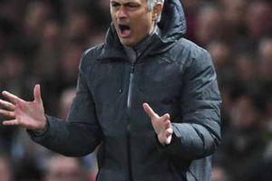 'Cơ mật' bị tiết lộ, HLV Mourinho nổi điên lùng sục nội gián ở M.U