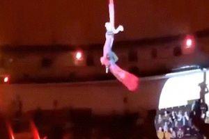 Nga: Khoảnh khắc nữ diễn viên xiếc rơi từ độ cao 6m xuống nền cứng