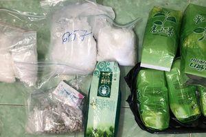 Khui các gói trà, thấy 4 kg ma túy