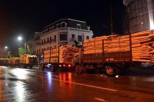 Ra quân xử lý đoàn xe chở keo quá tải