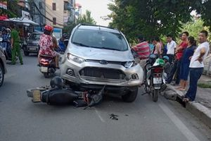 Ô tô gây tai nạn liên hoàn làm 6 người nhập viện