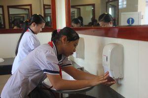 Cận cảnh nhà vệ sinh trường học sạch 'không tỳ vết'