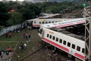 18 người chết trong vụ lật xe lửa ở Đài Loan