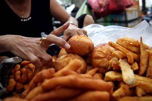 Bán đồ ăn phải mang bao tay