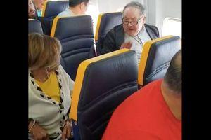 Ryanair bị 'ném đá' vì xử lý không tốt người phân biệt chủng tộc trên máy bay