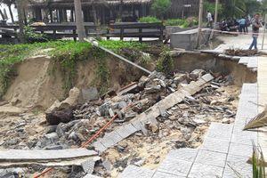 Mưa lớn 'xé toạc' một đoạn bờ biển Đà Nẵng