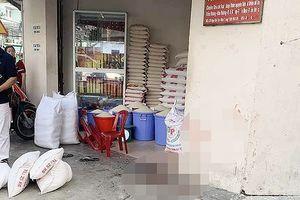 Chủ tiệm gạo bị nhân viên cũ đâm dã man