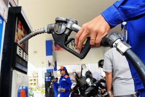 Giá xăng giảm, các loại dầu giữ nguyên