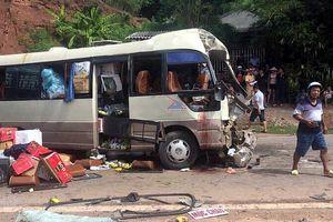 Sơn La: Xe tải tông trực diện vào xe khách, 10 người nhập viện