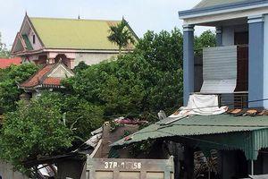 Nghệ An: Xe tải đâm đổ nhà dân, 2 người bị thương