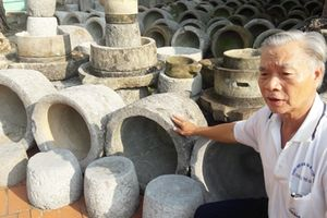 Người có thú sưu tập cối đá