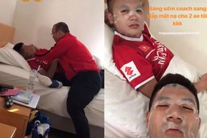 Quang Hải, Đức Chinh khiến dân tình phát ghen khi khoe được thầy Park sang tận phòng đắp mặt nạ vào sáng sớm