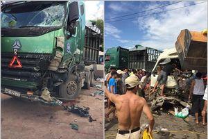 Đầu xe khách nát bét sau cú tông trực diện xe đầu kéo, 10 người nhập viện
