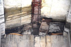 Nhà thầu Trung Quốc dỡ ván gỗ, bẹ chuối dưới gầm cầu cao tốc 34.000 tỷ
