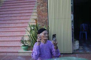 Cụ bà 93 tuổi chụp loạt ảnh bá đạo khiến dân mạng cười nghiêng ngả