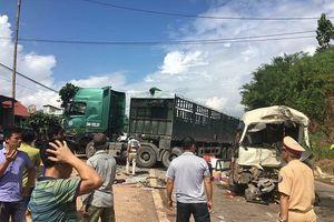 Sơn La: Tai nạn giao thông nghiêm trọng, 12 người bị thương