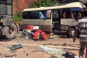 Sơn La: Xe tải tông trực diện xe khách, 10 người bị thương