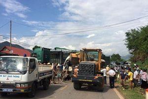 Sơn La: Xe khách 29 chỗ đâm vào xe đầu kéo, ít nhất 12 người bị thương