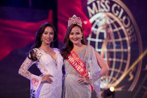 Vì sao Khánh Ngân trao 'hụt' vương miện cho Hoa hậu Hoàn cầu 2018?