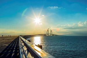 Ngắm cầu vượt biển dài nhất, đắt nhất thế giới của Trung Quốc sắp thông xe