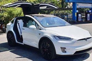 Tesla Model X P100D giá 9 tỷ tặng vợ 20-10 khiến chị em phát sốt