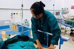Hà Nội: Cháu bé 7 tuổi bất ngờ bị nam thanh niên lạ mặt lao vào chém