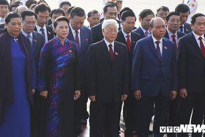Đại biểu Quốc hội vào Lăng viếng Chủ tịch Hồ Chí Minh trước kỳ họp thứ 6