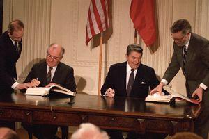 'Cha đẻ' INF cảnh báo hậu quả Mỹ rút khỏi hiệp ước hạt nhân với Nga
