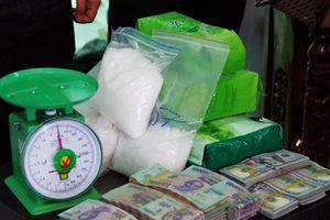 Tây Ninh: Phá đường dây vận chuyển 12kg ma túy đá