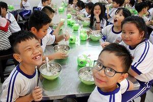 Buông lỏng giám sát bữa ăn học đường